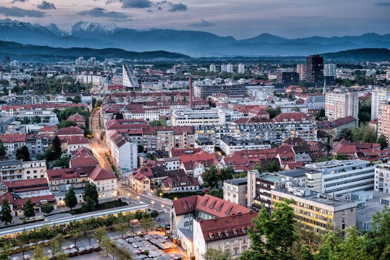 स्लोवाकिया कंपनी स्लोवेनिआ निर्माण कंपनी स्लोवेनिया स्लोवेनिया खाता खोलने के स्लोवेनि डोमिसिएशन स्लोवेनी का निर्माण करती है
